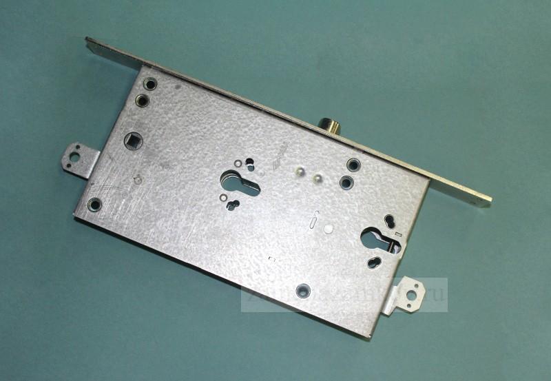 Замена замка на входной металлической двери с выездом мастера zamenazamkov.com