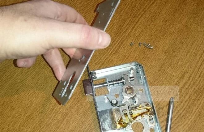 Ремонт замков на металлической двери zamenazamkov.com