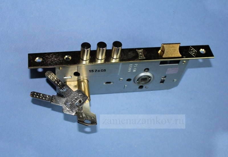 Поставить замок на входную металлическую дверь zamenazamkov.com