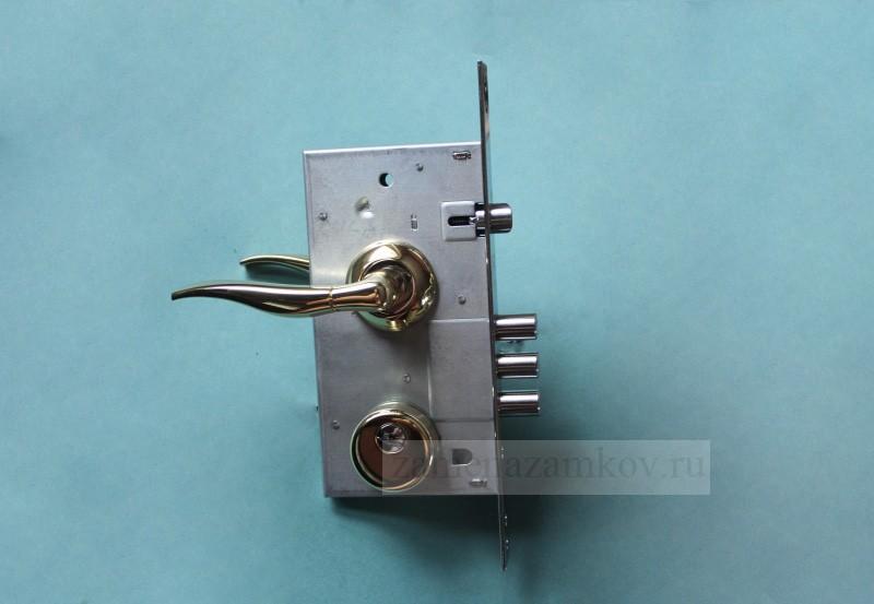 Сменить замки на металлической двери вызов мастера zamenazamkov.com