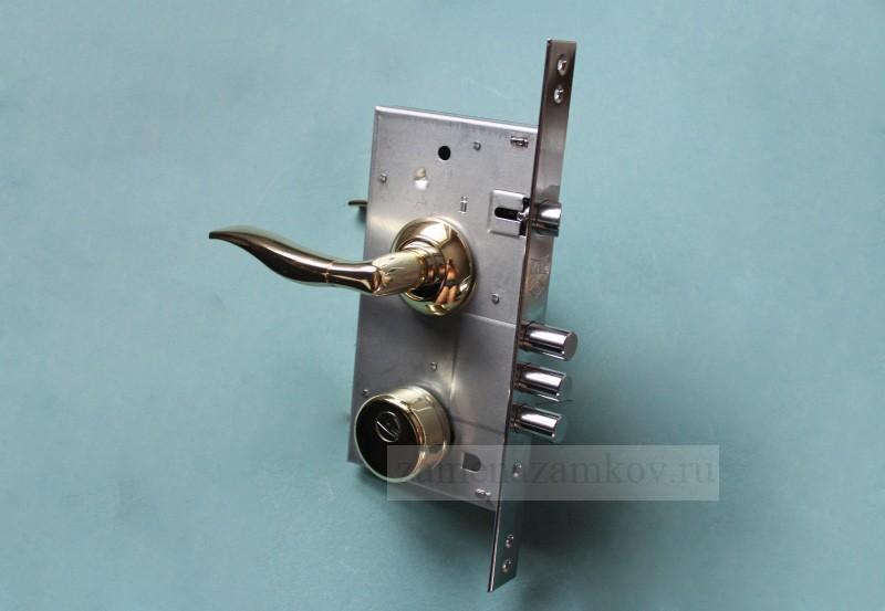Замена замков в металлической двери с выездом мастера zamenazamkov.com